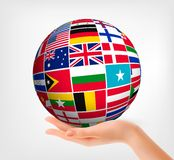 Flaggor av världen i jordklot och hand. vektor illustrationer