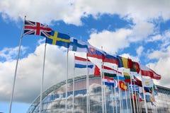 flaggor för commission för bakgrundsBelgien berlaymont brussels byggnad headquarters europeiska union Royaltyfri Bild