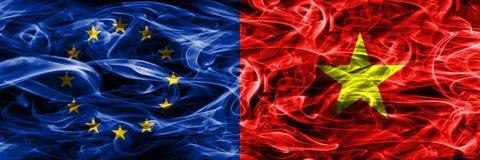 Flaggor för rök för begrepp för Europa union och Vietnam förlade färgrika sid royaltyfri illustrationer