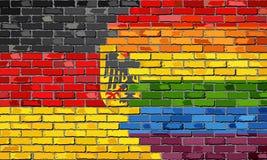 Flaggor för Tyskland och för bög för tegelstenvägg Royaltyfria Bilder