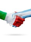 Flaggor Italien, Argentina länder, begrepp för partnerskapkamratskaphandskakning illustration 3d Royaltyfri Fotografi