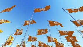 Flaggor med tecknet för valuta för bitmyntblockchain det Crypto mot blå himmel