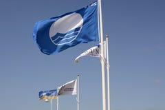 Flaggor på den Littlehampton stranden. Sussex. England Arkivbild