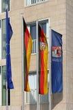 Flaggor på den permanenta framställningen av Saarland i Berlin Arkivbild