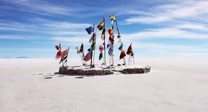 Flaggor på den salta lägenheten Royaltyfri Fotografi