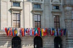 Flaggor på HQEN av OSSE Arkivbild