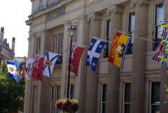 Flaggor som dekorerar den kanadensiska ambassaden i London, England Fotografering för Bildbyråer