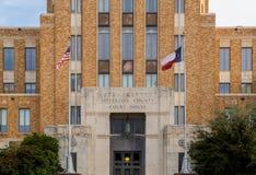 Flaggor som flyger på Jefferson County Courthouse i Texas Arkivbild