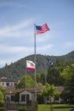 Flaggor som hedrar veteran krigar allra, på veteran hem av Kalifornien i Yountville, Napa Valley Royaltyfria Foton