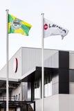 Flaggorna av Leica och den Vila Nova de Famalicao staden Arkivfoton