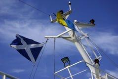 Flaggstången på skeppet Arkivfoto