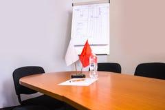 flagi Stołowa flaga Pusta biała flaga Mini flaga chorągwiany mały puste miejsce flaga na białym tle Obrazy Royalty Free