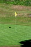 Flagpole do golfe, Costa del Sol, Spain. fotos de stock