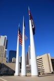 Flagpole no salão de cidade de Dallas imagens de stock