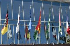 flags internationalen Arkivfoto