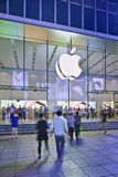 Flagstore alla notte, Shanghai, Cina di Apple Immagine Stock Libera da Diritti