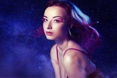 Flaimy-Frau nachts Stockfoto
