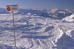 Flaine - Piste cerrados, avalancha del peligro Foto de archivo libre de regalías