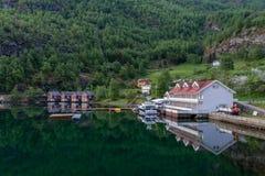 Flam by och Aurland fjord fotografering för bildbyråer