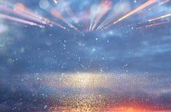 Flama abstracta de la lente imagen del concepto del fondo del viaje del espacio o del tiempo sobre colores oscuros y luces brilla Fotografía de archivo