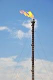 Flama del gas de la refinería de petróleo fotos de archivo libres de regalías