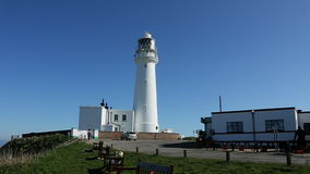 Flamborough Hoofdvuurtoren - Yorkshire - Engeland stock footage
