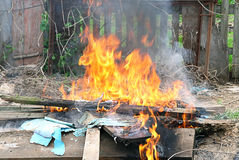 Flamee la quemadura ilegal del fuego imagen de archivo libre de regalías