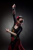 Flamenco de danse de femme avec des castagnettes sur le noir Photos libres de droits