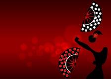 Flamencodansaren, den härliga spanska kvinnan för den sexiga konturn med vikning fläktar prickar som garnering i imponerande före royaltyfri illustrationer