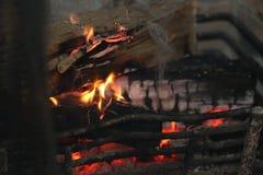 Flames engulf the burning log Royalty Free Stock Photography