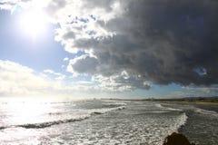 Flaming plaży chmur morza wiatru ptaków lota ptasi słońce Hiszpania obrazy royalty free