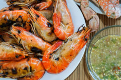 Flaming shrimp in white plate Royalty Free Stock Images