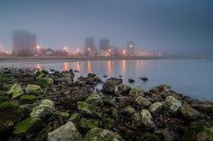 Flaminia Bay en la niebla imagen de archivo