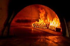 Flamma i en wood ugn royaltyfri bild