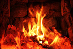 Flamma på brinnande wood bakgrund Royaltyfri Fotografi