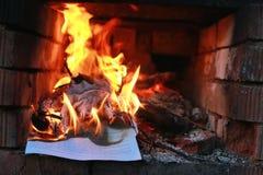 Flammabrand i ugnen Arkivfoton