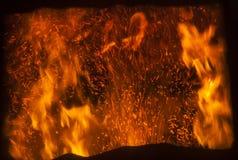 Flamman inom fabrikspannan royaltyfri foto