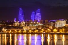 Flamman står högt i Baku Arkivfoton