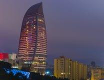 Flamman står högt i Baku Arkivbilder