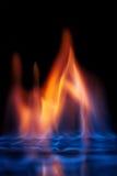 Flammande alkoholsvartbakgrund Arkivfoto