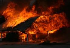 flammande brandhus Royaltyfri Foto
