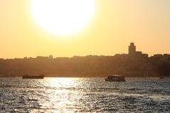 Flammande solnedgång över Istanbul Arkivfoton