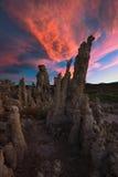 Flammande solnedgång över Tufa Royaltyfri Bild