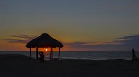 flammande solnedgång Arkivfoton