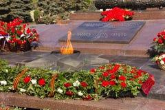 Flamme éternelle de monument Sur la place des combattants tombés Photo libre de droits