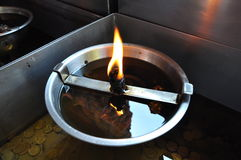 Flamme auf Öl Stockbild