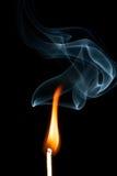 Flamme avec de la fumée Images libres de droits