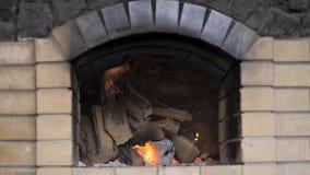 Flamme chaude du feu en four banque de vidéos