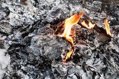 Flamme d'incinération des déchets photos libres de droits