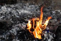 Flamme d'incinération des déchets photos stock